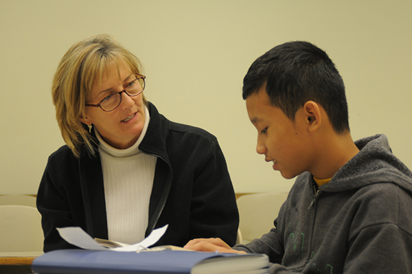 Photo of an IPFW education student tutoring a student in the IPFW New Immigrant Literacy Program that meets on Saturday mornings.