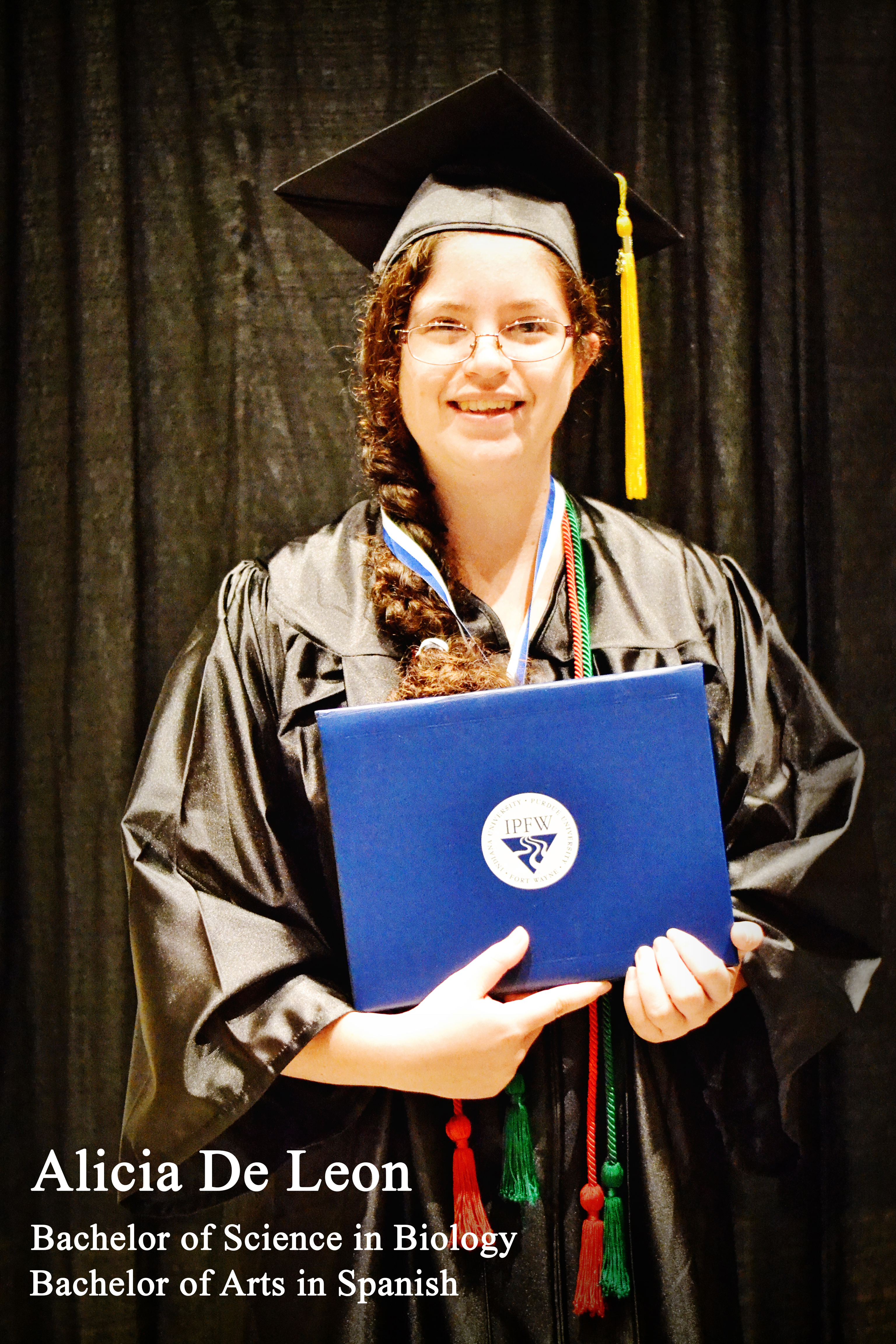 Honors Graduate Alicia De Leon