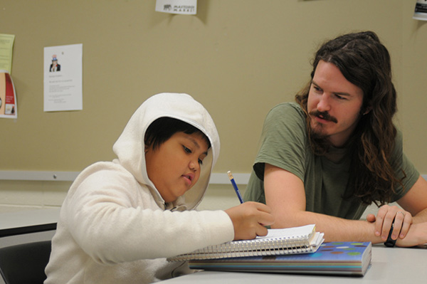 A photo of  an IPFW secondary education volunteering with the IPFW New Immigrant Literacy program.