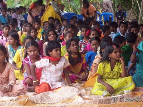 Team ministers to children at an outdoor festival in India
