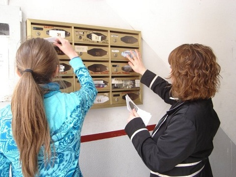 Team members distribute gospel tracts in Italian mail boxes.
